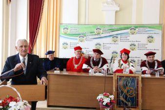 Ришарда Казімєжа Пісарського вітає професор Станіслав Домбровський