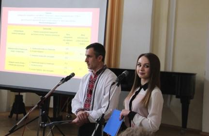 Доцент Степан Сеньків та студентка Христина Флешко запрошують стати студентами філологічного факультету
