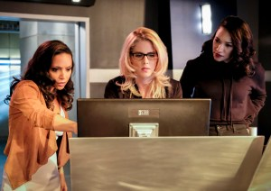The Flash - Episode 4.05 - Girls Night Out - Amunet, Katee Sackhoff, Danielle Panabaker, Grant Gustin, The Flash, The Flash review, Girls Night Out, DT2ComicsChat, David Taylor II