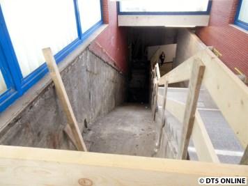 Im Aufgang zum Bahnsteig 2 (Ri. City) wurde die Rolltreppe ausgebaut.
