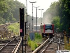 """Es geht für mich zurück zur Kellinghusenstraße, wohin der Zug geschoben wurde. Es ist Nebel aufgezogen, aber es roch nicht verbrannt. War wohl die Sandsprühanlage, die auch derartigen """"Dampf"""" verursachen kann."""