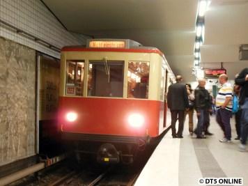 """Seine letzte Fahrt ist hier zuende, am Zug wird bereits """"Nicht einsteigen"""" geschildert."""