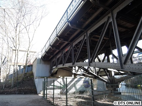 Brückenwiderlager in Richtung Kellinghusenstraße