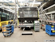 Hinten geöffneter Solaris-Bus