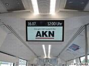 """Ein Blick auf das FIS. Noch steht hier """"Eine gute Fahrt wünscht die AKN"""" - das wird bald anders sein"""