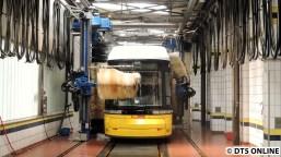 Straßenbahn-Waschanlage, BVG-Betriebshof Lichtenberg, 28.6.2015 (2)