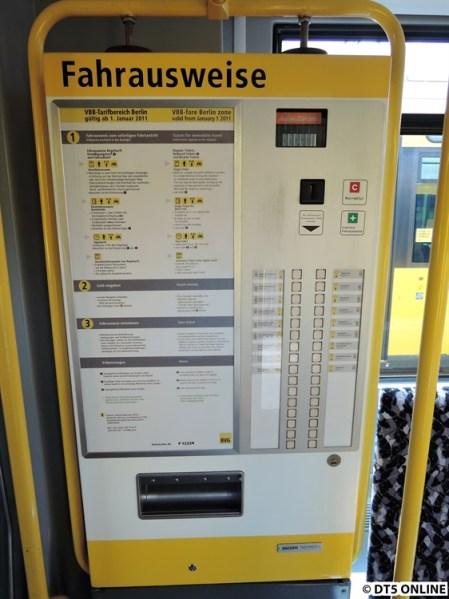 Fahrkartenautomaten in den Fahrzeugen