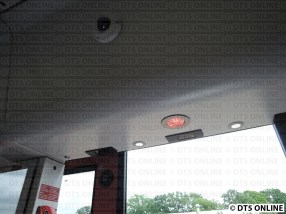 Türwarnlampe leuchtet. Dazu gibt es extra Lichter über dem Einstieg und einige Züge werden mit Fahrgastzählgeräten ausgestattet