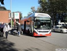 wenige Minuten später steht ein doch recht neuartiges Vehikel hier, ein Hybridbus von VOLVO für die HOCHBAHN