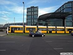 """Die 100. Flexity für Berlin (Fahrzeug 9040) eröffnete die Strecke. """"Was für eine Flotte"""""""