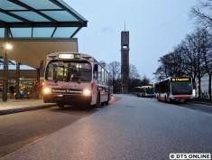 Vom Berner Heerweg (Linienende) ging es dann auf der erweiterten Linie 116 weiter, sie wird ab Dezember über die Walddörferstraße fahren. Hier sind wir bereits wieder an der Busanlage Wandsbek-Markt, hinten ein normaler Linien-116er