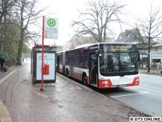 Heute schneite es dann erstmals diesen Herbst in Hamburg. Hier ein MAN-Gelenkbus zum Flughafen