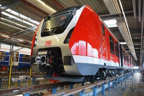 Fertigung der neuen S-Bahnfahrzeuge im Bombardier Werk Hennigsdorf - Front des neuen S-Bahnfahrzeuges