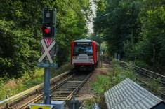 """Ausfahrt aus der Haltestelle Ohlstedt. Normalerweise geht es hier nicht entlang, da von diesem Gleis kein Wechsel auf das """"richtige"""" rechte Streckengleis möglich ist."""