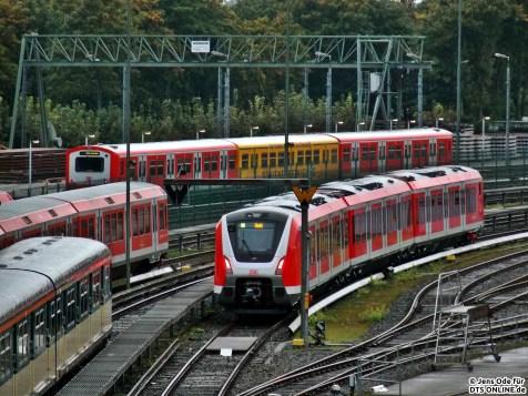Erstes Treffen (fast) aller Generationen: Wir sehen die Baureihen 470/870, 472/73, 474/874 und die neue Baureihe 490, sowie hinten die Schienenreinigung, in diesem Jahr in der Einheit 229 eingereiht.