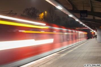 Donnerstagabend dann die letzte Fahrt, dieses Mal stand die S3 noch einmal mit Neugraben auf dem Zettel. Leider hielt der Zug in Rübenkamp nicht am Kurzzughalt. Doch: Durch Auslösen im Richtigen Moment könnte man denken, dass ich den Zug gerade beim Anfahren erwischt habe.