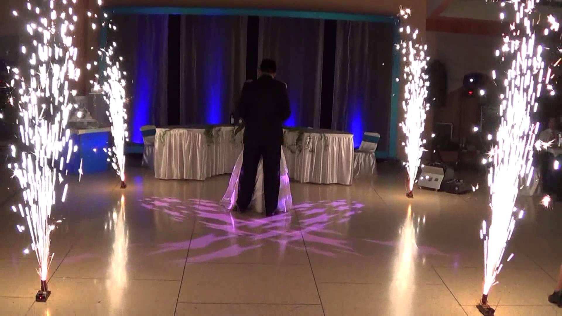 Pirotecnia Fria en Baile con Padrino