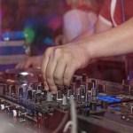 DJ Ruben trabajando en un evento