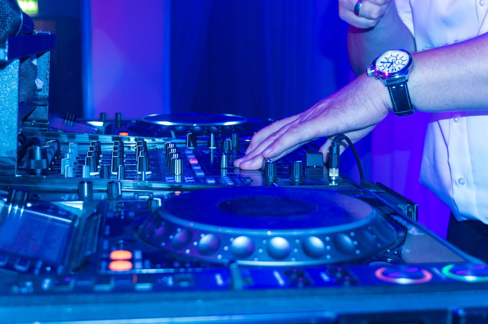 Nuestro DJ en medio de un evento