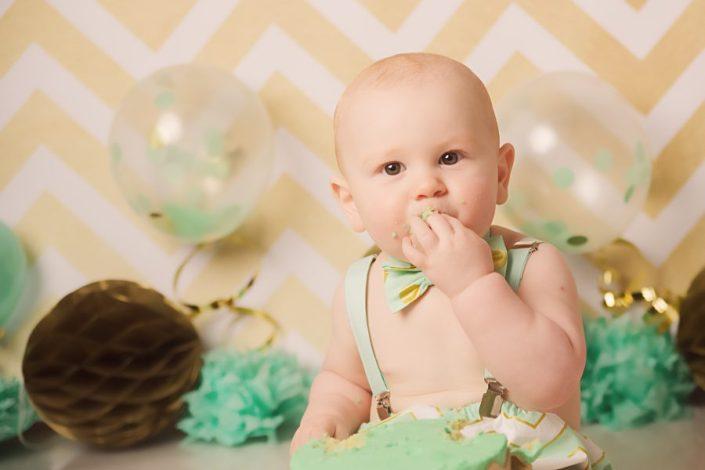 1st birthday cake smash glasgow - baby boy eating cake