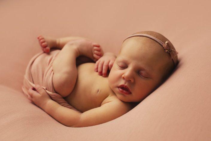 Newborn Photographer Glasgow - backlit