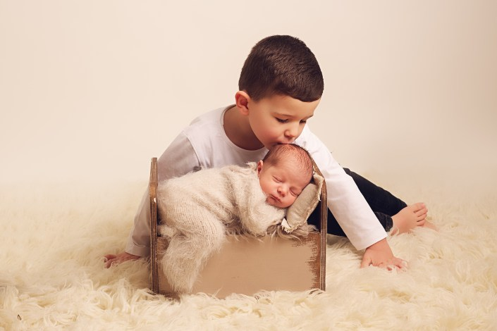 Newborn Photographer Glasgow - sibling shot
