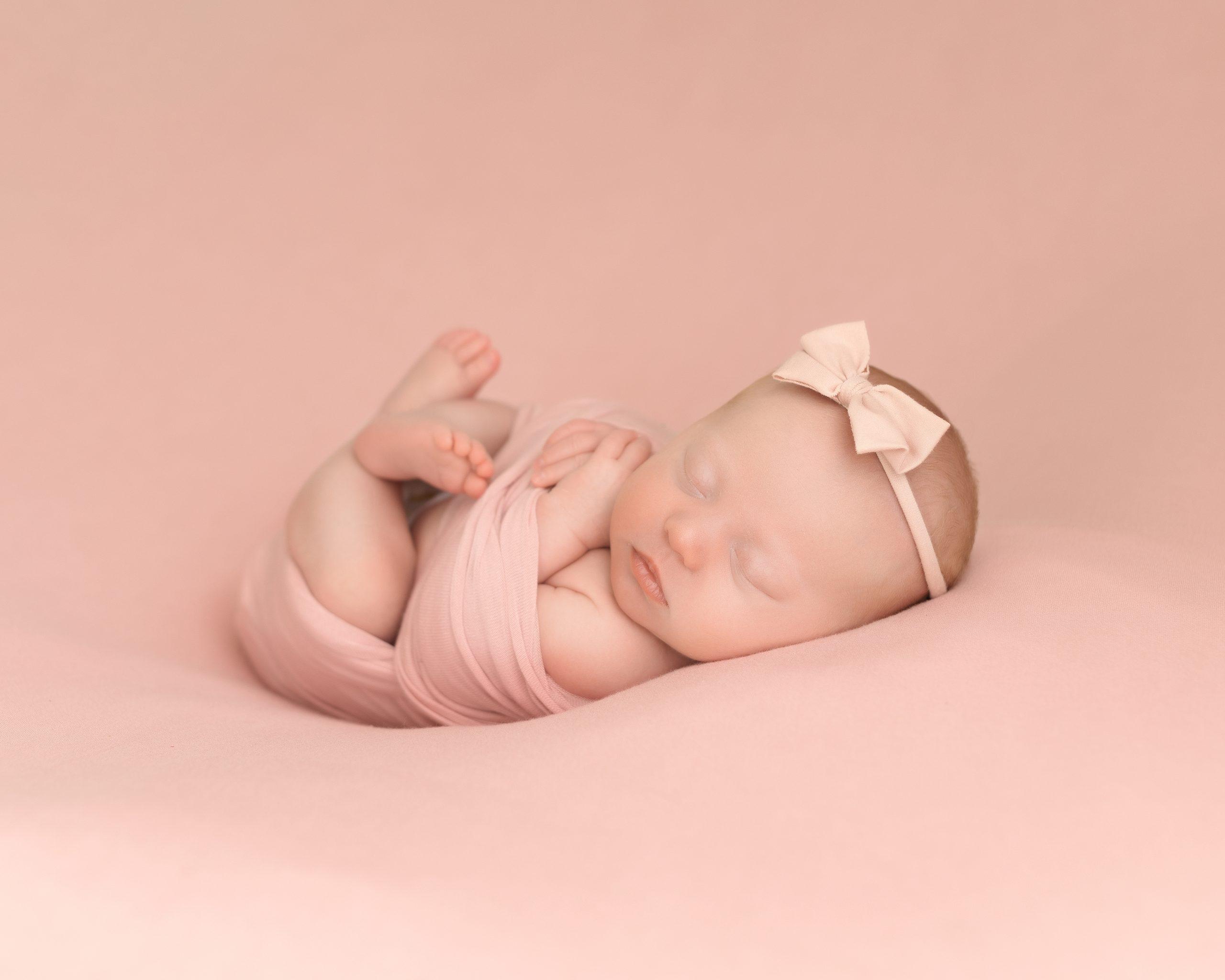 mini newborn photo shoot