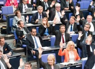 Bundestag beschließt Resolution pro Beschneidung