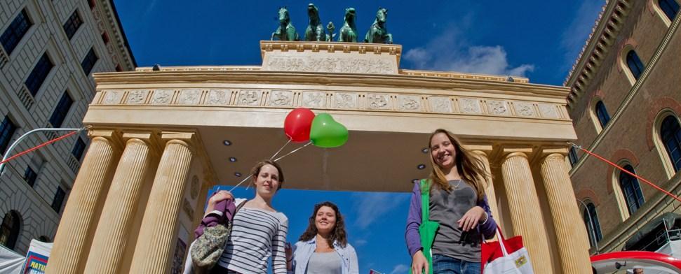 Seehofer ruft Deutsche zu Stolz auf - Einheitsfeier eröffnet