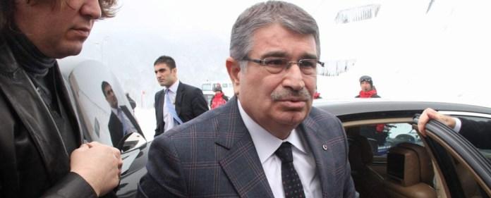 Türkei: Erdoğan baut Kabinett um