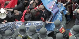 Blockupy-Demo: Polizei kesselt Vermummte ein