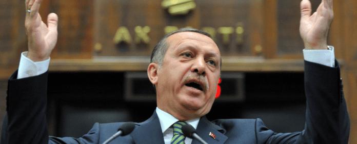 Der türkische Premierminister Erdogan hat in Rize zum Rundumschlag ausgeholt. Er betonte, dass er kein Diktator sei.