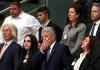 Bundespräsident Joachim Gauck nimmt am 02.09.2013 auf der Besuchertribüne im Reichstagsgebäude in Berlin zusammen mit Angehörigen der Opfer der NSU-Terrorzelle an der Sitzung des Bundestages teil. Das Staatsoberhaupt verfolgte die Debatte über den Abschlussbericht des NSU-Untersuchungsausschusses.