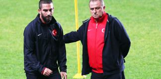 Fatih Terim und Arda Turan beim Abschlusstraining vor dem WM-Quali-Spiel in Estland. Die Türkei braucht drei Punkte, um weiter eine Chance auf das WM-Ticket zu haben.