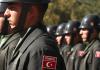Türkische Soldaten während einer Militärparade. Der Militärdienst wurde in der Türkei nun auf 12 Monate reduziert.