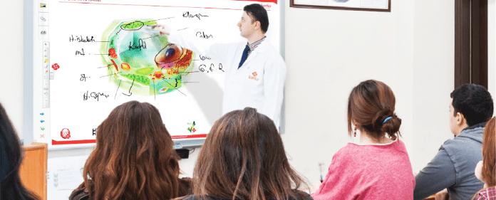 Unterricht in einer privaten Bildungseinrichtung in der Türkei.