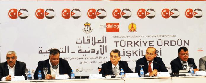 Politiker, Wirtschaftsführer und Intellektuelle aus der Türkei und Jordanien, anlässlich eines türkisch-jordanischen Workshops.