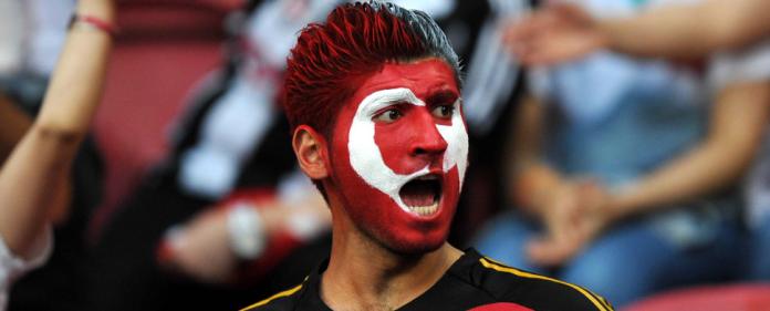 Ein türkischer Fußball-Fan während des WM-Quali-Spiels Holland-Türkei am 7. September 2012 in der Amsterdam Arena.