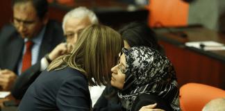Türkisches Parlament: Vier Abgeordnete im Bild - zaman
