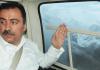 Der ehemalige Parlamentsabgeordnete und BBP-Führer Muhsin Yazıcıoğlu, der im März 2009 bei einem Hubschrauberunglück in den Bergen ums Leben kam, kurz vor seinem Tod im betroffenen Hubschrauber.
