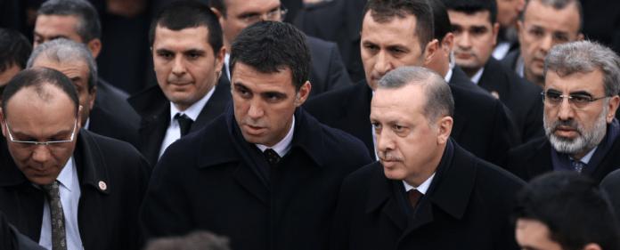 Hakan Sükür neben Erdogan