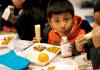 Schüler beim Essen