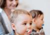 Der einjährige Nikolas spielt am 27.01.2014 in der Kindertageseinrichtung Wasserstern in Düsseldorf (Nordrhein-Westfalen). Das Familienbild der Moderne wandelt sich zunehmend.