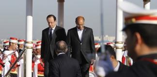 """Der französische Präsident Hollande hat die neue tunesische Verfassung gelobt. Sie zeige, dass """"Islam und Demokratie miteinander vereinbar"""" seien."""