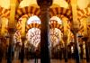 Innenansicht der Mezquita von Cordoba. Die ehemalige Moschee wird seit der Reconquista als Museum und Kathedrale genutzt.