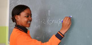 Eine afrikanische Schülerin in der türkischen Schule