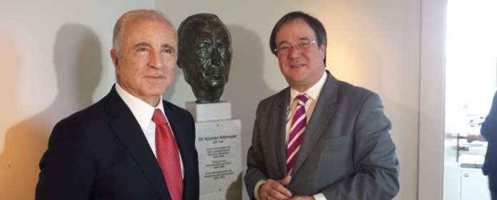 Galatasaray-Präsident Ünal Aysal mit dem CDU-Politiker Armin Laschet.