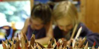 Das deutsche Schulsystem hat mit jedem Jahr mehr an Schwierigkeiten zu bewältigen. Lehermangel, schlechte Leistungen, fehlendes Geld nur einige Probleme.