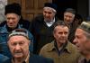 Krimtataren nach dem Gebet in einer Moschee in Bahcesaray.
