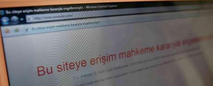 Die türkischen Behörden haben am Donnerstag auch die Videoplattform Youtube gesperrt. Der Schritt sei wegen der Veröffentlichung abgehörter Gespräche erfolgt, berichteten türkische Medien weiter.